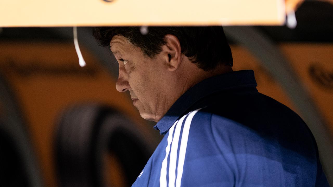 Cruzeiro perde e se complica