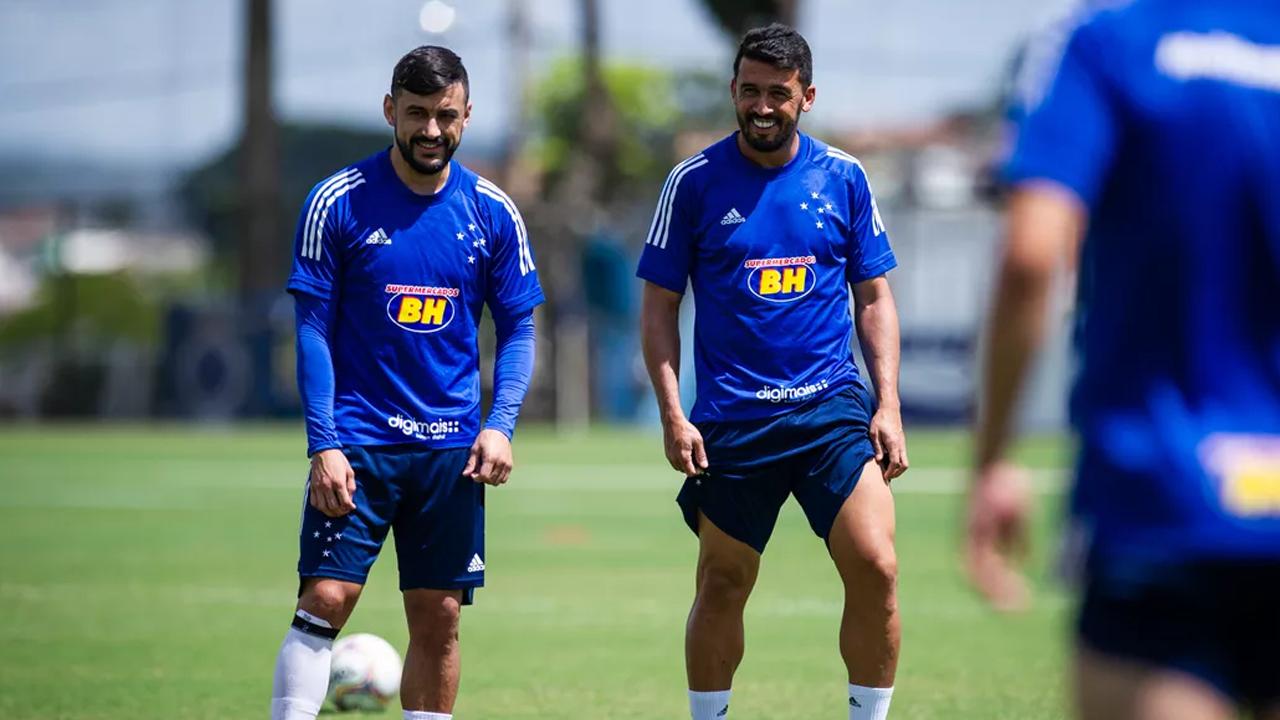 Cruzeiro rescindiu com Edílson e Robinho