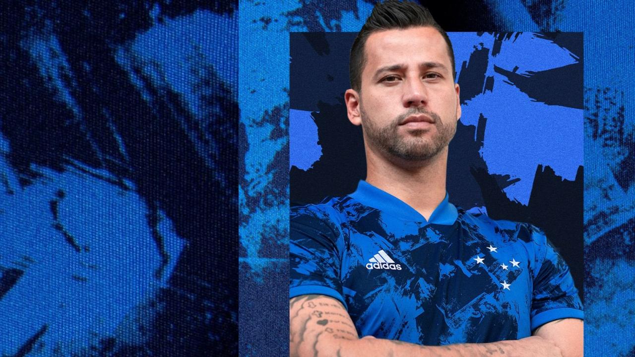 Cruzeiro lança a Camisa III