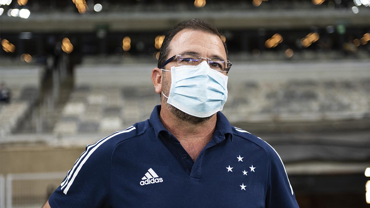 Enderson Moreira demitido