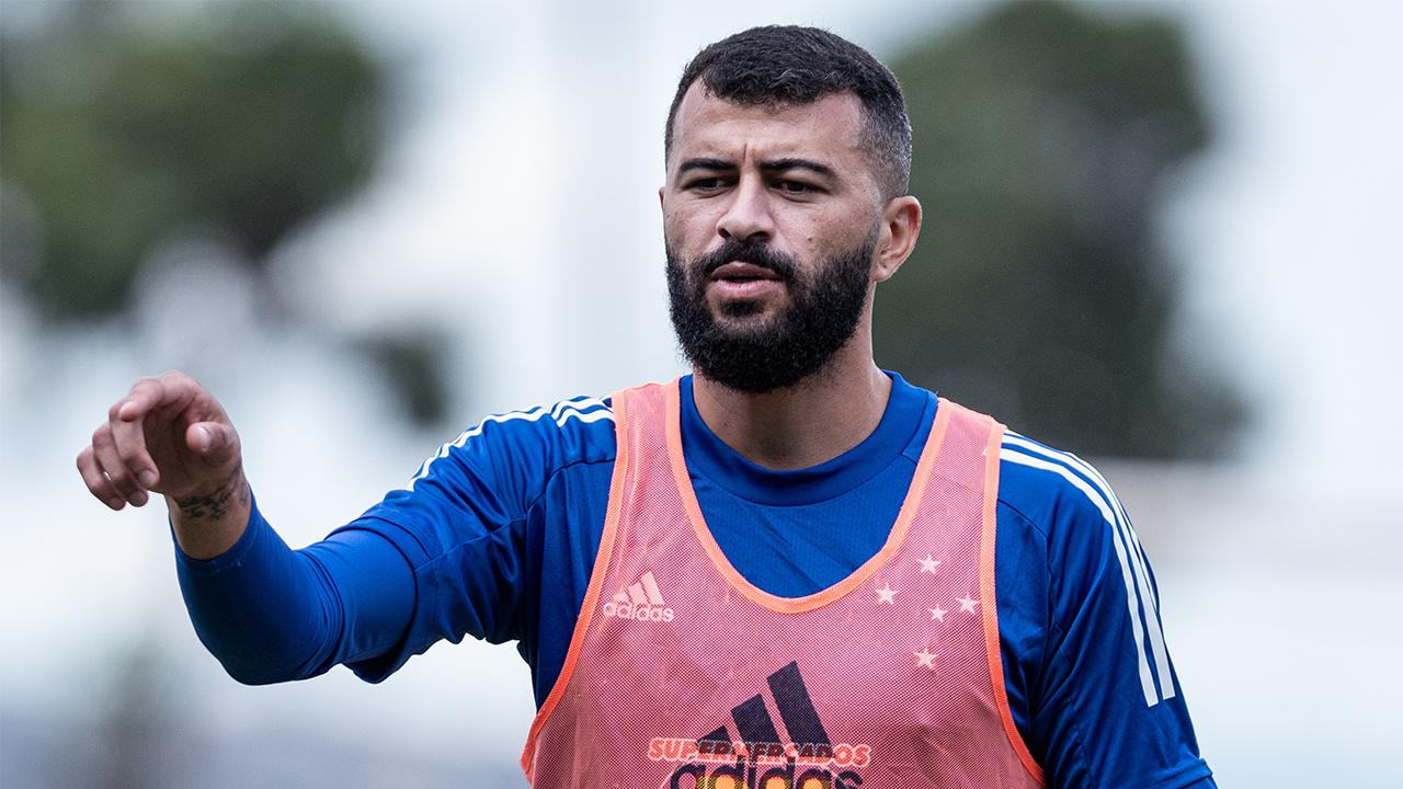 Cruzeiro renova com João Lucas