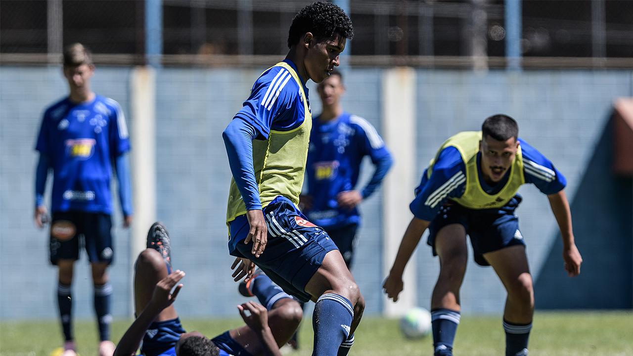 Cruzeiro estreia