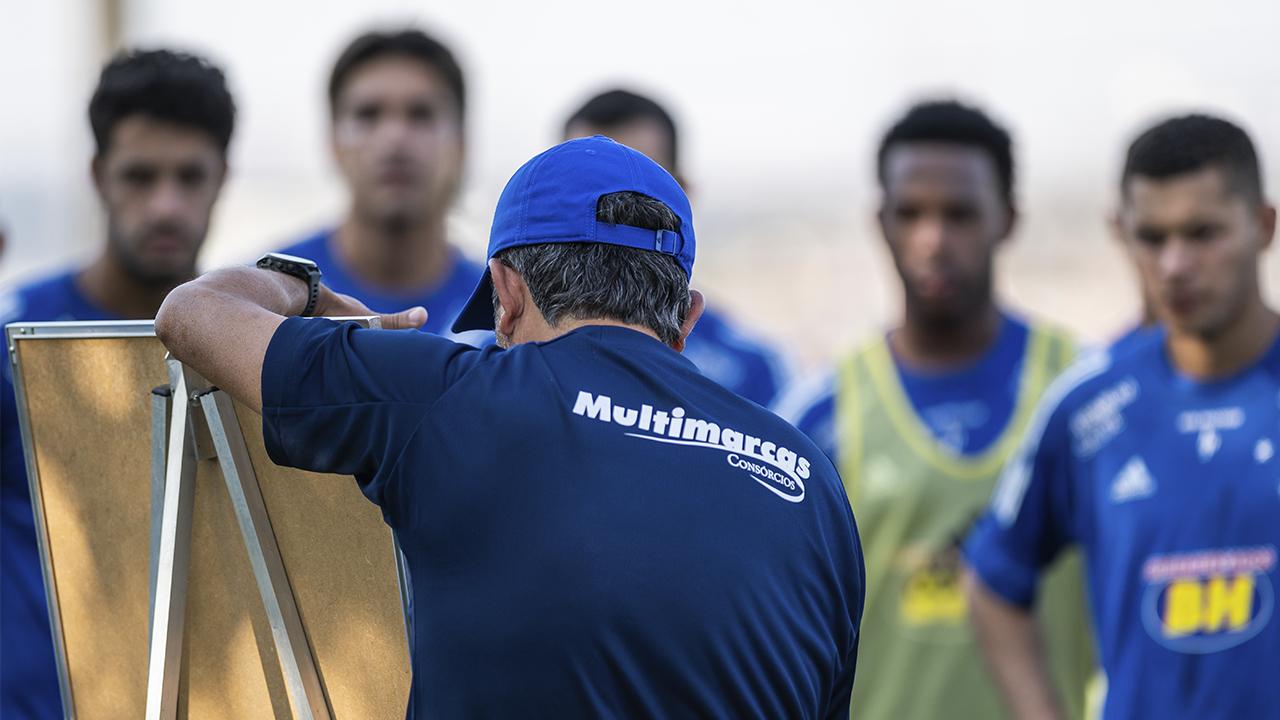 Cruzeiro enfrenta o Vitória