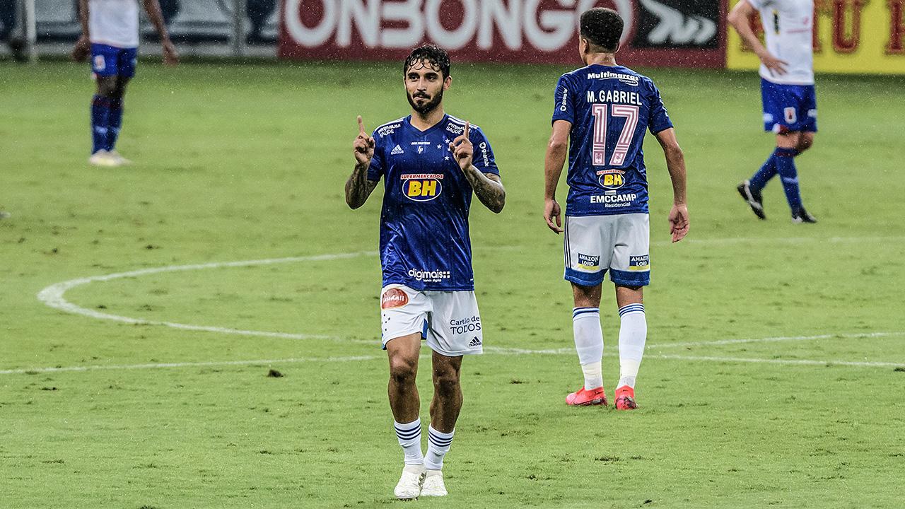 Cruzeiro bate o Paraná