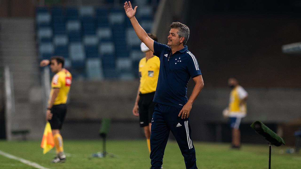 Cruzeiro volta a jogar mal