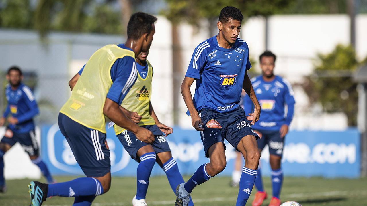 Cruzeiro enfrenta o Paraná