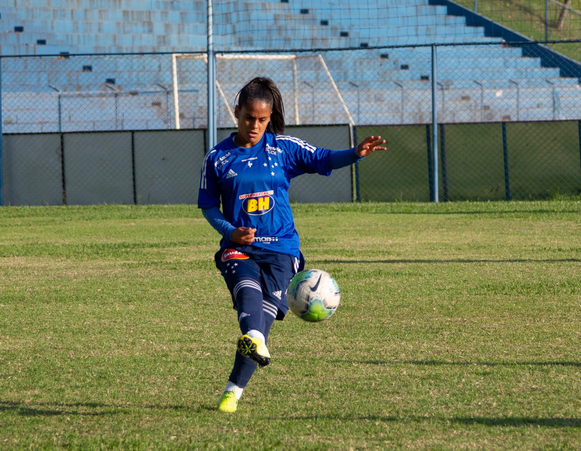 Vanessinha treina Cruzeiro