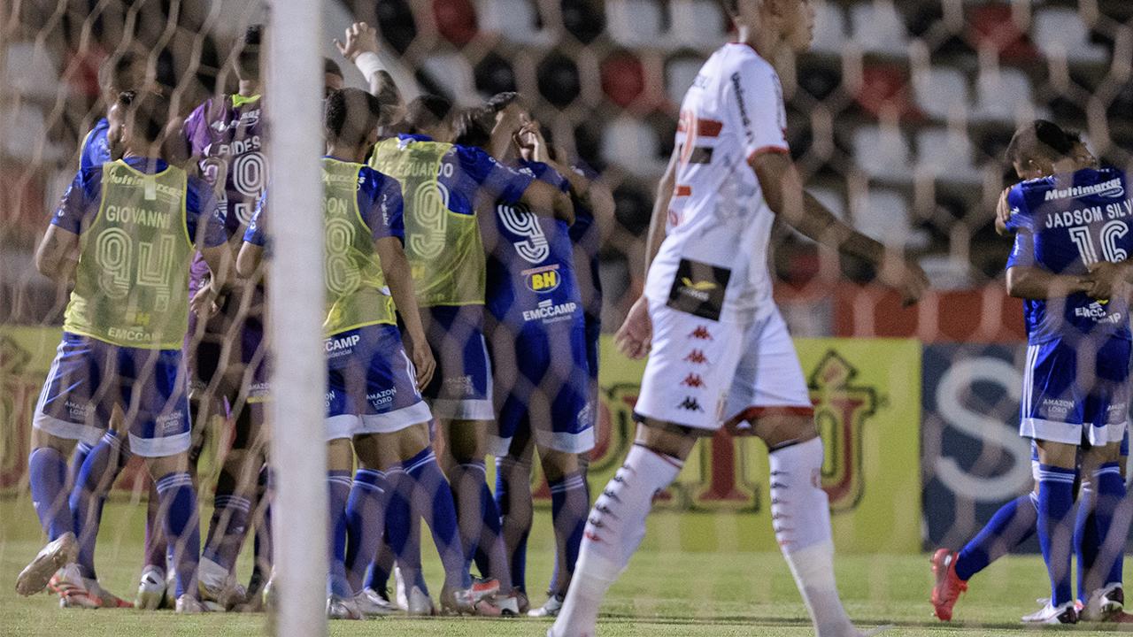 vence o Botafogo-SP por 1 a 0