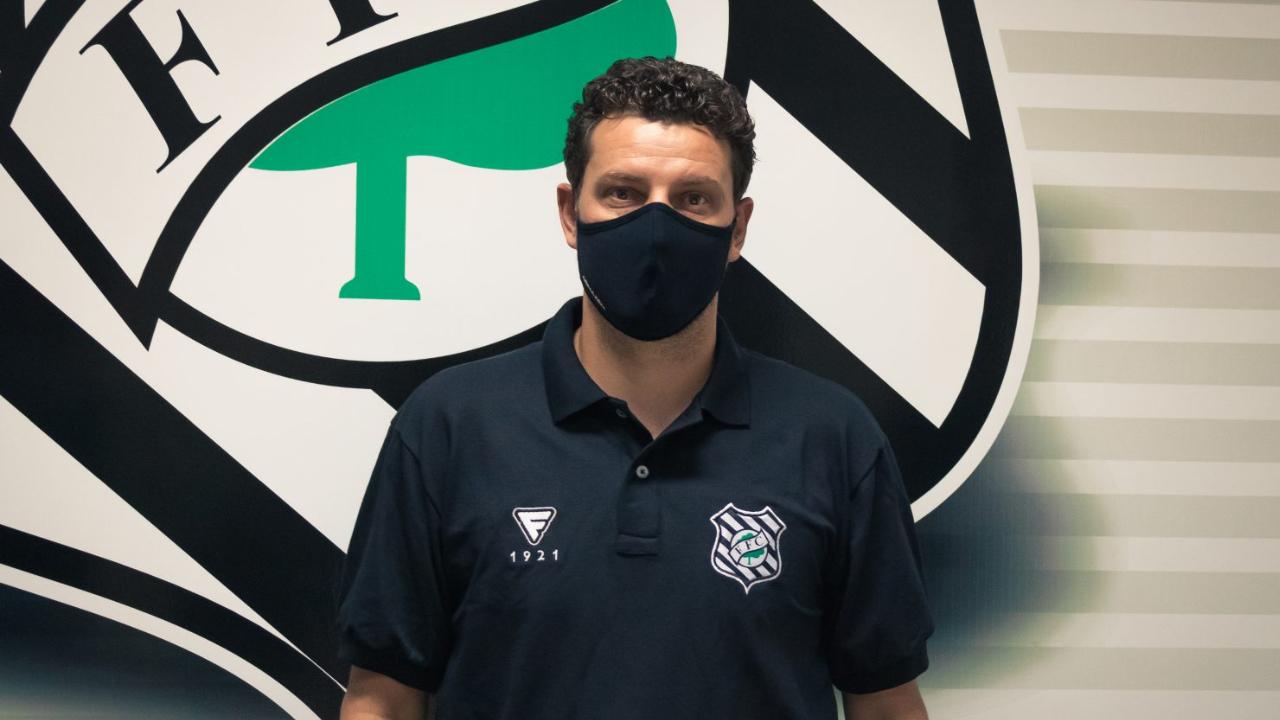 Figueirense demite Elano
