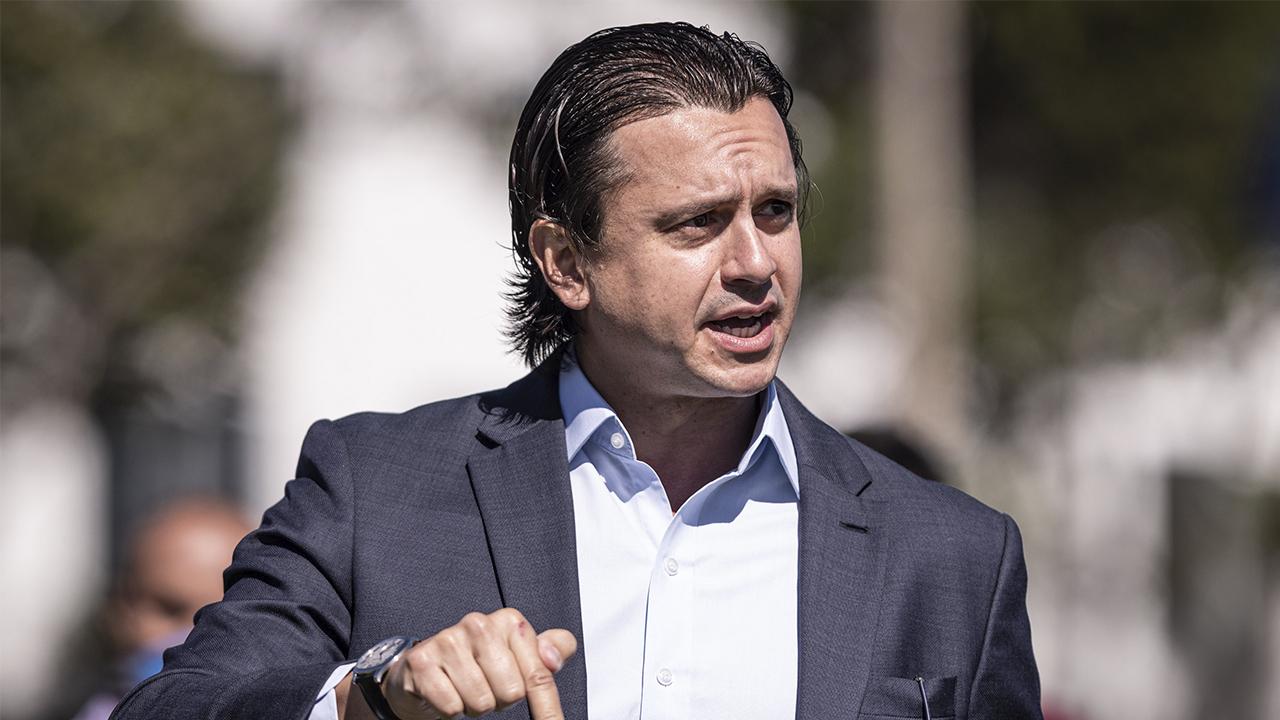 Cruzeiro quita uma folha salarial