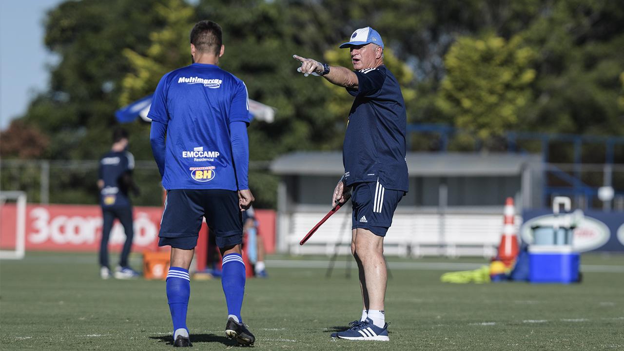 Cruzeiro busca vitória diante do CSA