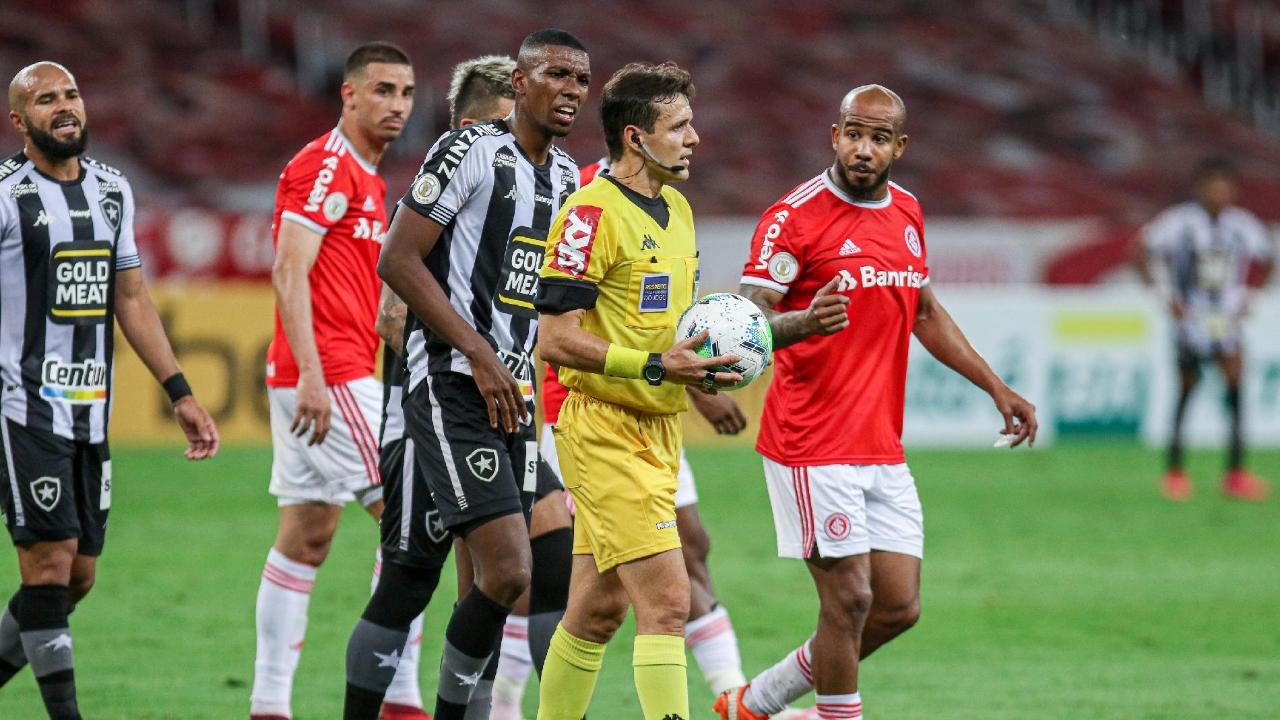 Árbitro de jogo polêmico do Botafogo