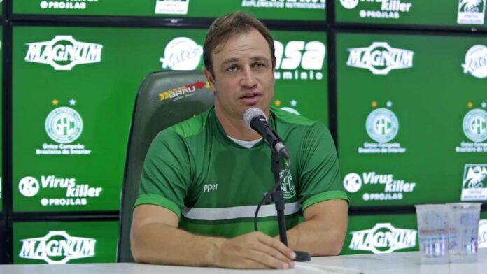 Felipe Conceição anuncia saída do Guarani