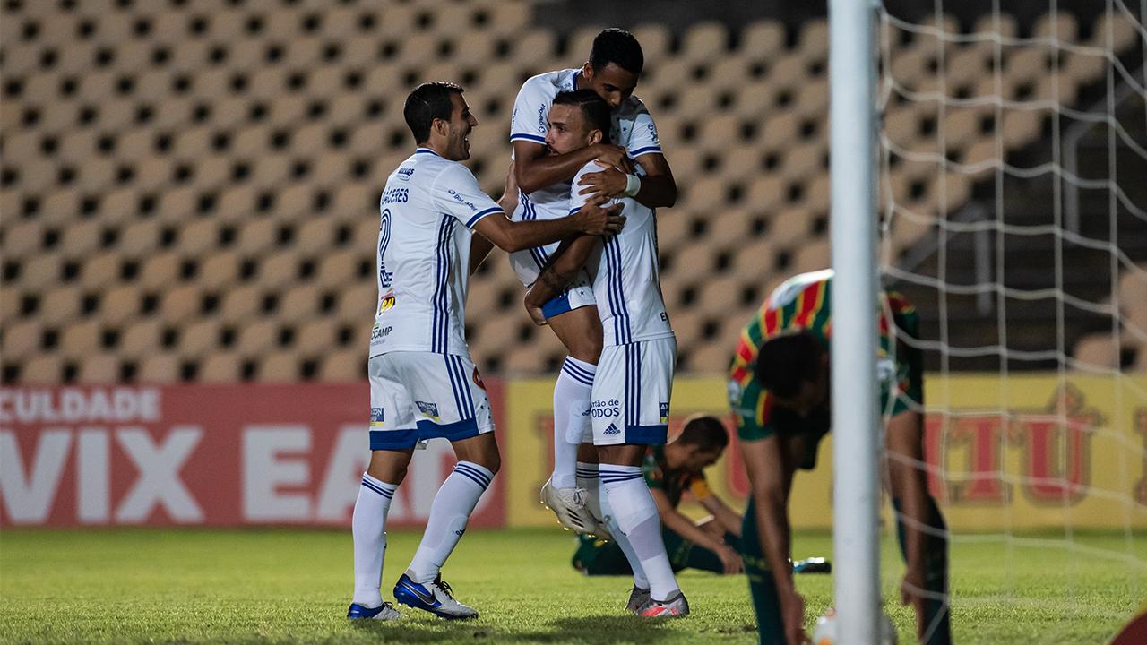 Cruzeiro derrota Sampaio Corrêa