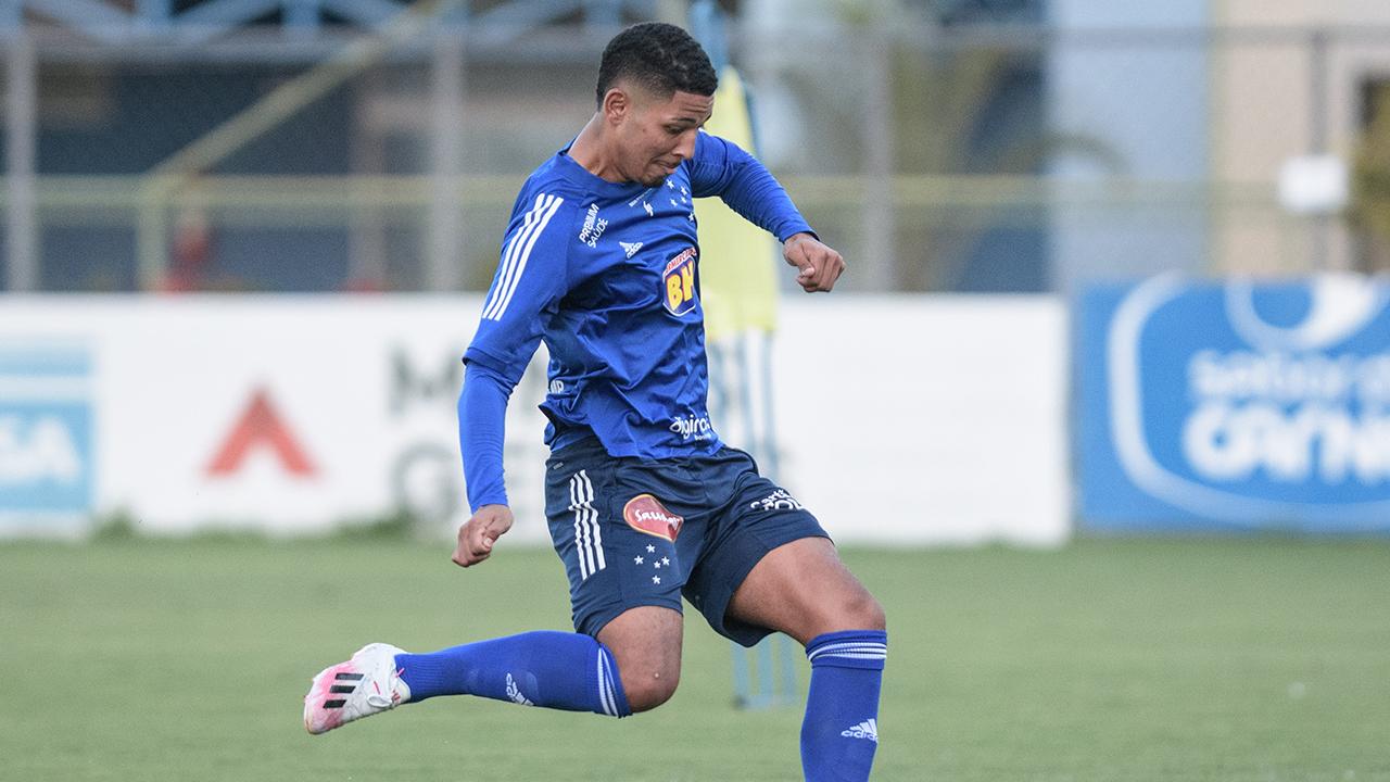 Zé Eduardo aciona o Cruzeiro