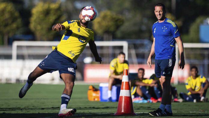 Cruzeiro enfrenta o Confiança